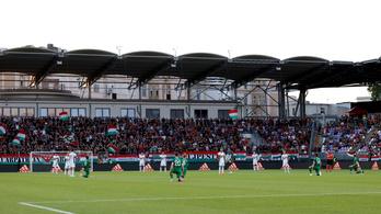Az íreket jobban érdekelte a térdelés, mint a futball