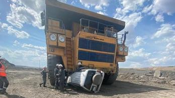 Vitarát taposott egy bányadömper, az utasok megúszták