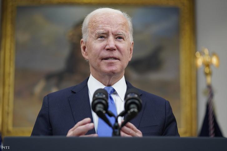Joe Biden a washingtoni Fehér Ház Roosevelt-termében 2021. május 13-án