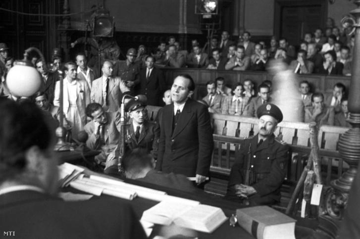 Asztalos János, Pócspetri község katolikus plébánosa a rögtönítélő bíróság előtt a Budapesti Büntető Törvényszéken 1948. június 11-én