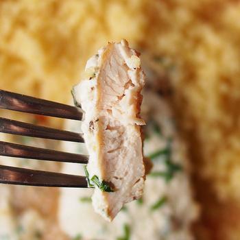 Vajpuha, serpenyőben sült csirkemell: krémes, snidlinges mártással van nyakon öntve