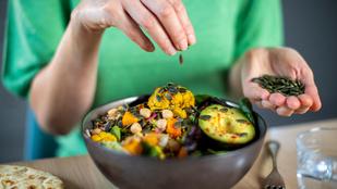 Meleg, karfiolos csicseriborsó-saláta – nálunk füstölt paprikával, csilivel és köménnyel készült