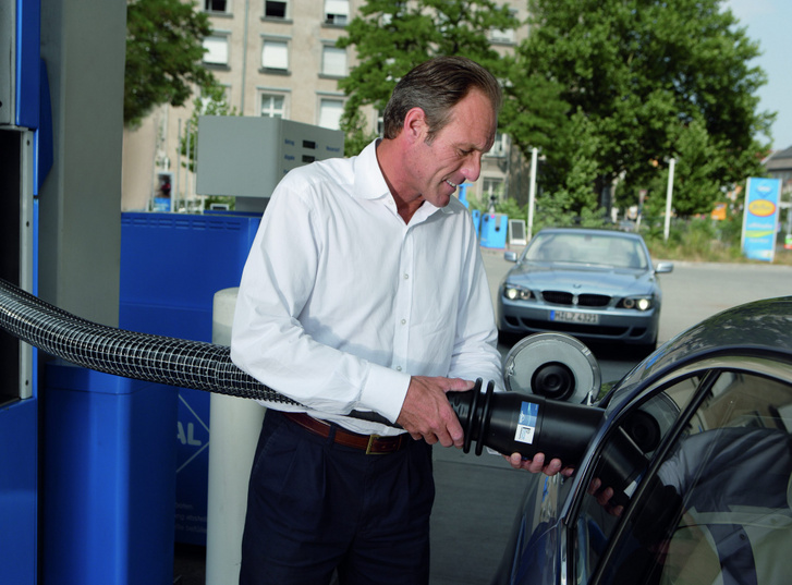 Nem bonyolult a folyékony hidrogén tankolása sem. Más kérdés, meddig bírja a tartályban