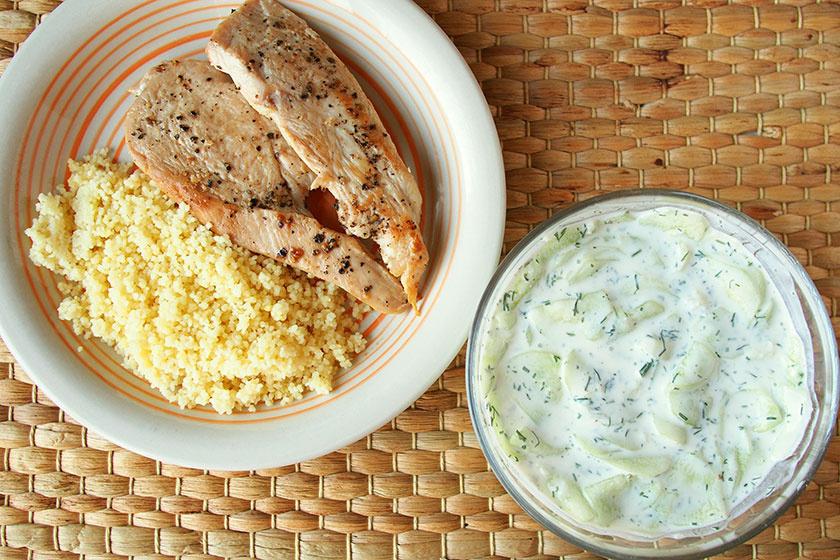 Krémes, kapros-joghurtos uborkasaláta: citromlével és fokhagymával a legfinomabb