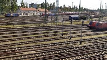 Ventilátorral hűtik a sínt Ferencvárosban