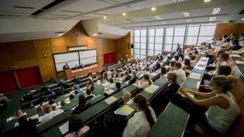 155 milliárdot von el a kormány az egyetemektől