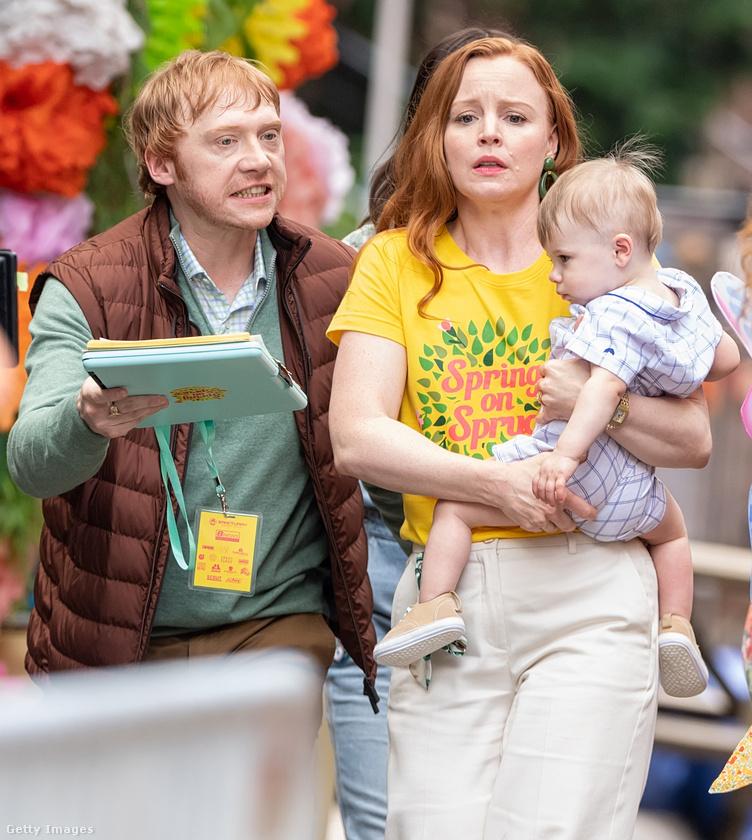 Rupert Grint és Lauren Ambrose testvéreket játszanak a sorozatban.
