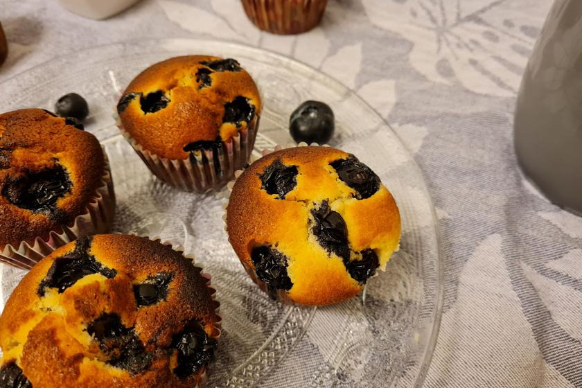 Mennyei fehér csokis, áfonyás muffin: csak keverd össze a hozzávalókat