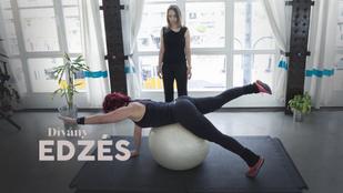 Ennél a planknél a fitlabda könnyítésnek tűnik, de csak ütősebb lesz tőle a gyakorlat