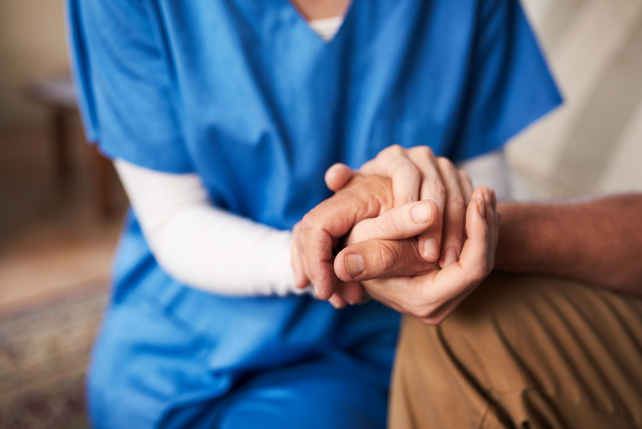 támogat-támasz-beteg-páciens-orvos-ápoló