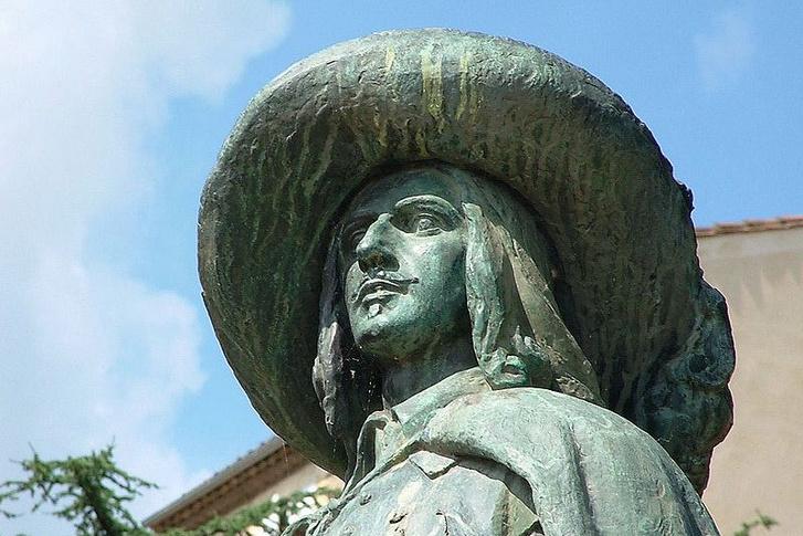 D'Artagnan szobra a dél-franciaországi Auch városában