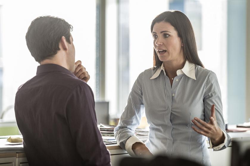 5 kifejezés, ami gyengének, bizonytalannak mutat a munkahelyen: ne kérj mindenért elnézést!