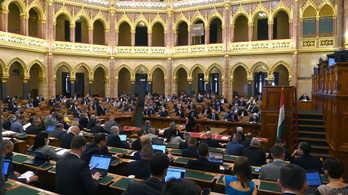 A Fidesz megtiltaná, hogy 18 év alattiaknak beszéljenek a homoszexualitásról