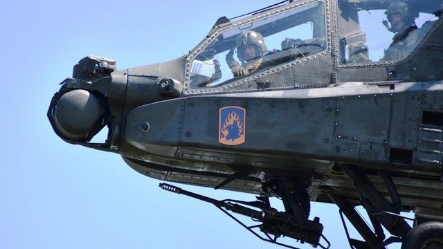Taszári életjelek Apache harci helikopterekkel