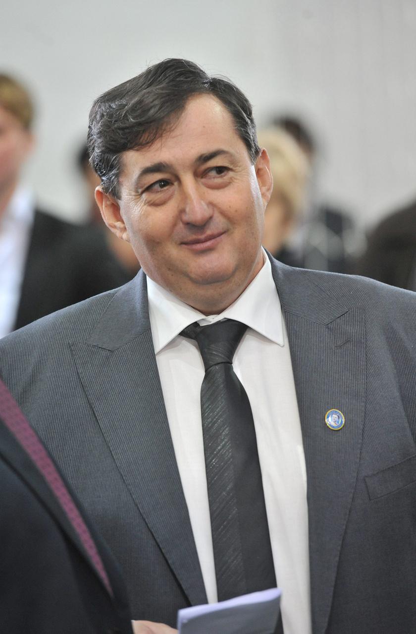 Mészáros Lőrinc, a felcsúti Puskás Ferenc Labdarúgó Akadémia elnöke a labdarúgó akadémia és a Videoton FC közös, új, műfüves, székesfehérvári edzőközpontjának ünnepélyes átadásán, 2013-ban.