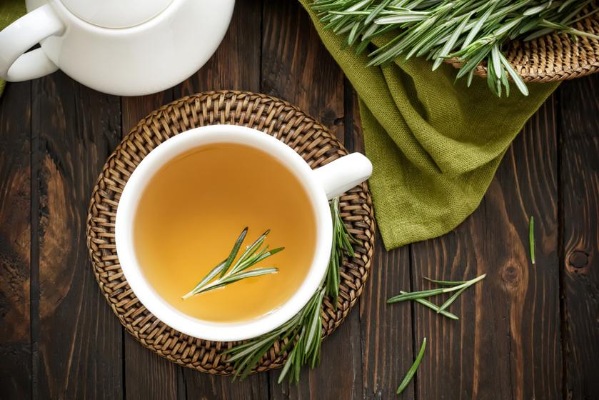 Megszünteti a puffadást, és kihajtja a felesleges vizet a testből: a 4 legerősebb vízhajtó tea