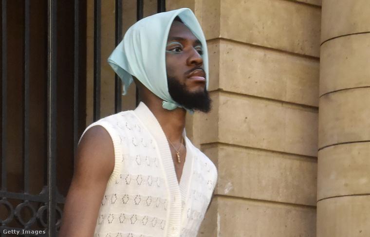 6. Avant Garde - egy férfi fejkendős modell is akadt a párizsban azon a május 31-én tartott bemutatón, amelynek címe az volt, hogy Paris Capitale De La Mode Et De L'Amour EIDM Fashion and Business School Show Hosted by Baptiste Giabiconi.