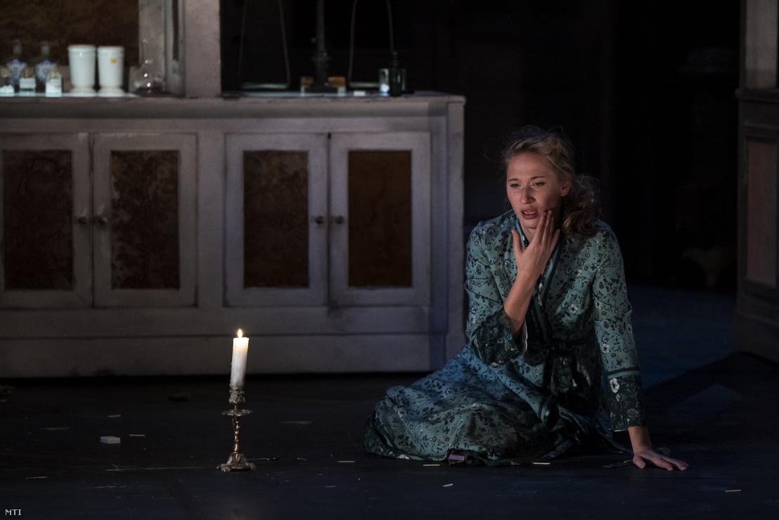 Tenki Réka a patikusné szerepében Szép Ernő Patika című színdarabjának próbáján az Örkény Színházban 2018. december 12-én