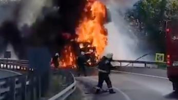 Felrobbant egy munkagép az M0-son