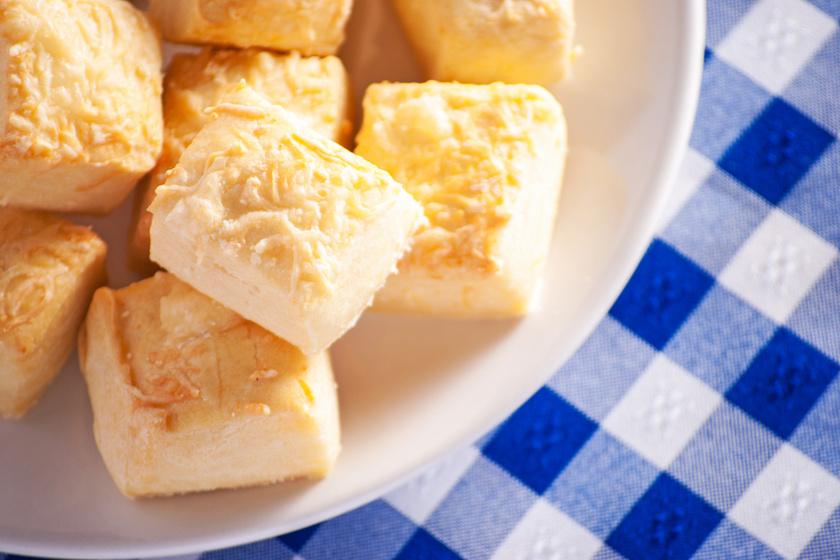 Abbahagyhatatlan sajtos, sós kocka: fantasztikusan omlós lesz