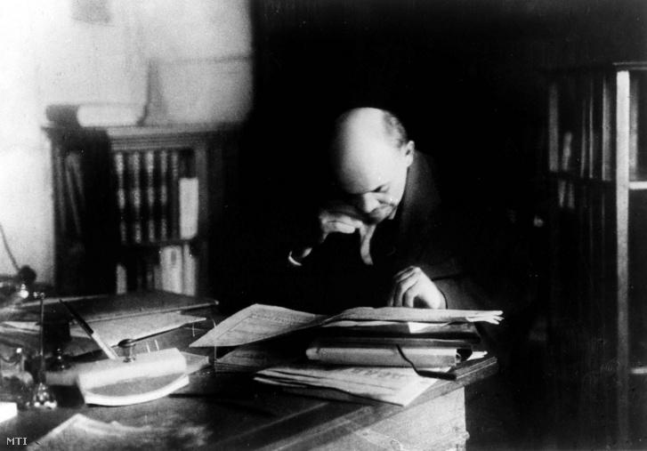 Vlagyimir Iljics Lenin Moszkvában, Kreml-beli dolgozószobájában 1922. október 7-én