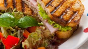 Kolbászos-májas szendvics