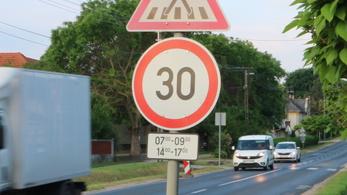 Mennyivel vesszük komolyabban a sebességkorlátozást, ha van is értelme?