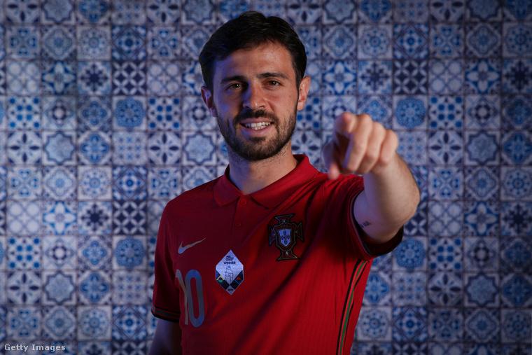 Bernardo Silva 26 éves, és a portugálon kívül perfekt az angolja, mivel angol nyelvű suliba járt, de tud még franciául és kevésbé meglepő módon spanyolul is