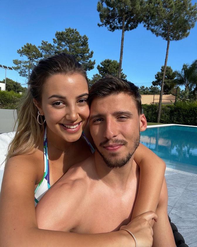 Ők egy igen fiatal pár: Ruben Dias 24 éves, barátnője, April Ivy portugál énekesnő pedig 21