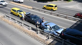 Hét autó ütközött a Ferihegyi úton