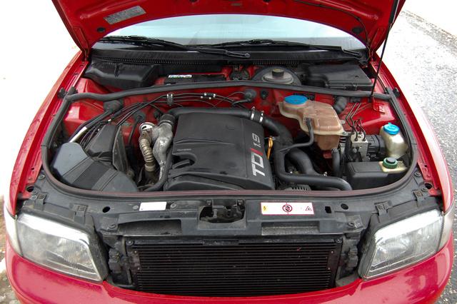 Dupla tűzfal, nagyobb merevség és kevesebb zaj az utastérben. A motor 110 lóerős, változó geometriájú turbóval. Némi odafigyeléssel golyóálló konstrukció