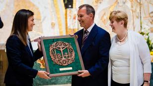 Varga Judit díjat adott át Szlávik Jánosnak