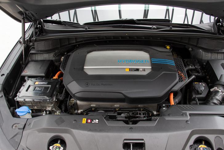 Minden egy helyen. A motorházban a tüzelőanyag-cella és a hajtó elektromotor is