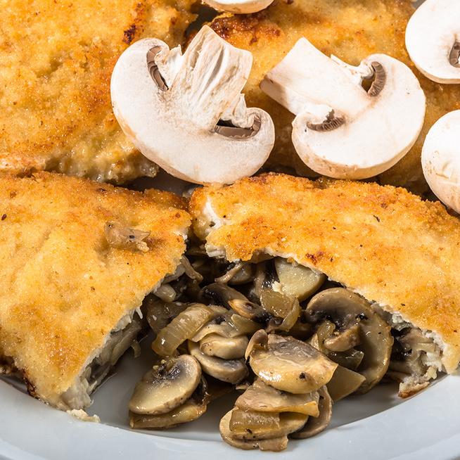 Pirított gombával töltött rántott csirkemell: kiadós és nagyon finom ebéd