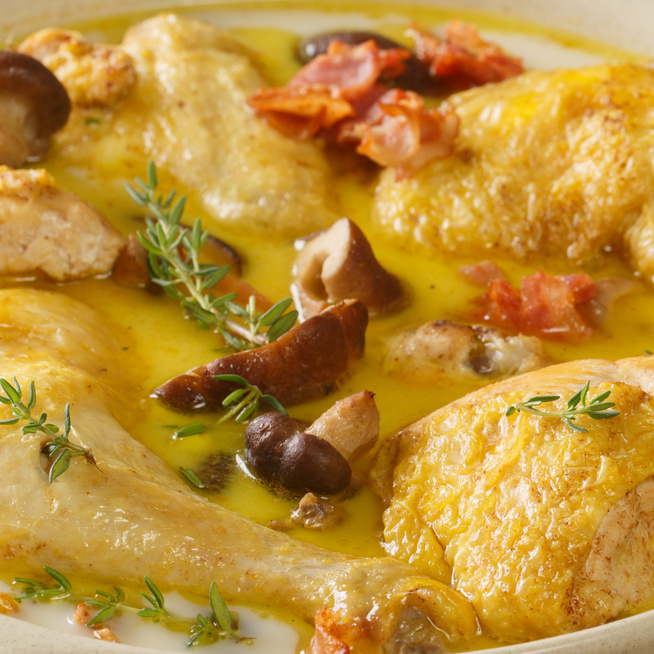 Fehérborban sült, zöldfűszeres csirkecombok - A szósz átjárja a húst