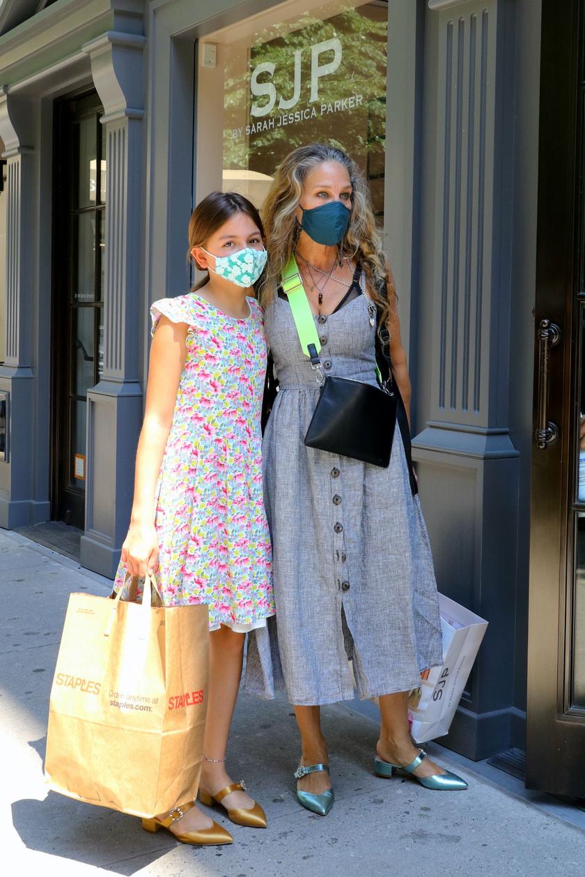 Sarah Jessica Parkert és Tabithát június elején kapták lencsevégre a lesifotósok vásárolgatás közben.