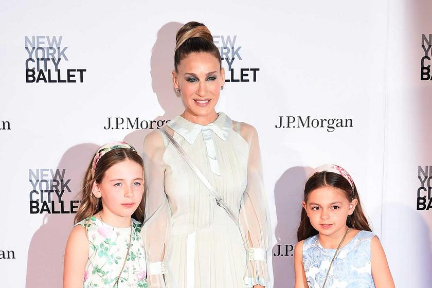 Ritka fotón mutatta meg Sarah Jessica Parker 11 éves ikerlányait: ilyen nagy már Tabitha és Marion