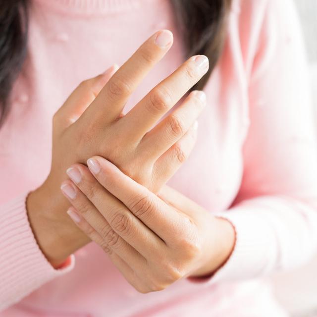 Az 5 leggyakoribb tévhit az ízületi gyulladásról: fiataloknál is kialakulhat a fájdalmas betegség