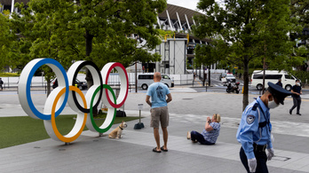 Akár ki is utasíthatják a sportolókat egy lehúzott maszkért az olimpián