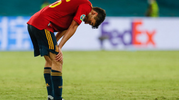 A spanyolok panaszt tettek a saját gyepük miatt