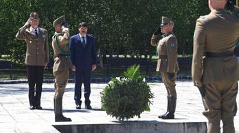 Áder János lerótta tiszteletét Nagy Imre és az '56-os forradalom áldozatai előtt