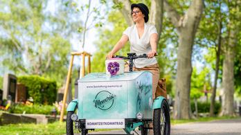 Már elektromos kerékpárral is szállítanak halotti urnákat Bécsben