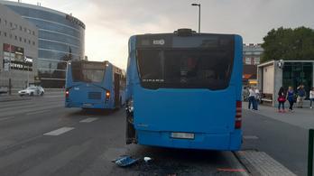 Összeütközött két menetrend szerinti autóbusz Budapesten