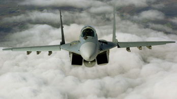 Haználatlanul álldogállnak az eladhatatlanná vált MiG–29-es vadászgépek a kecskeméti reptéren