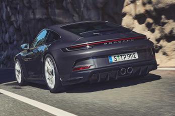 GT3 Touring: a legsportosabb Porsche, öltönyhöz