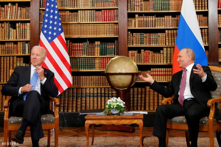 Joe Biden amerikai elnök és Vlagyimir Putyin orosz elnök találkozik az Egyesült Államok és Oroszország csúcstalálkozón a svájci genfi Villa La Grange-ben 2021. június 16-án