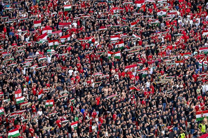Magyar szurkolók a Magyarország–Portugália Eb-meccsen a Puskás Arénában