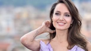 Angelina Jolie-nak újabb tetoválása van