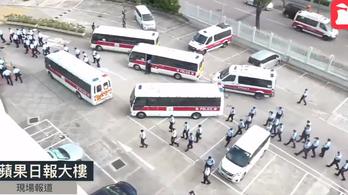 500 rendőr razziázott az újságnál, elvitték a főszerkesztőt