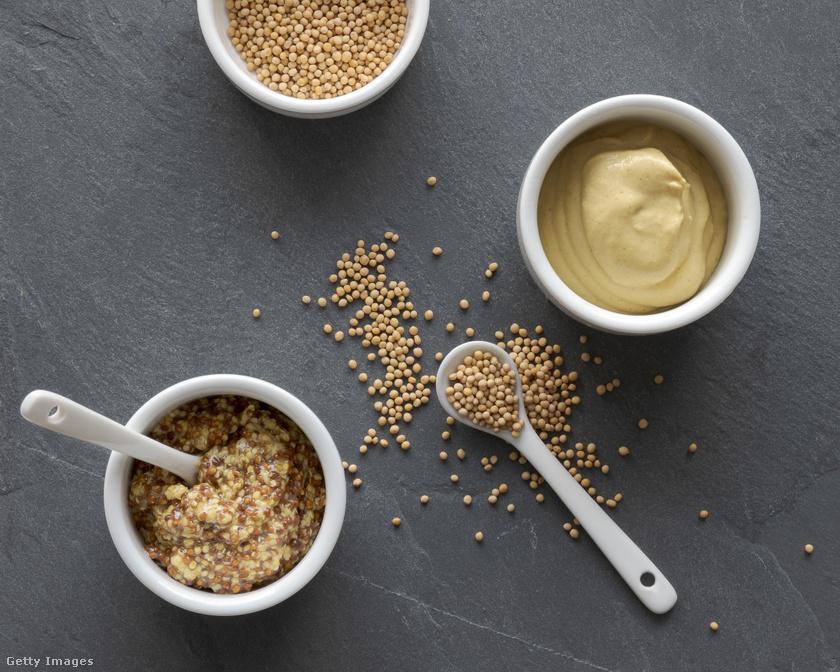 Ha eddig haboztál is, hogy majonézzel, ketchuppal vagy mustárral fűszerezd-e a szendvicsed vagy a salátád, ezentúl nem lesz kérdés, hogy a mustár, pontosabban a mustármag a jó választás. Magas rosttartalmának köszönhetően gyorsítja az anyagcserét, serkenti az emésztést, valamint természetes módon csökkenti a vér koleszterinszintjét. Halas ételek és savanyúságok, szendvicsek és saláták fűszerezésére használható.